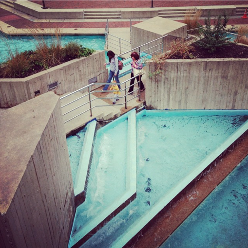 Pedestrians on the Fountain in September 2014
