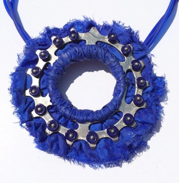 Pendant_Pin Sprocket Neck - Blue